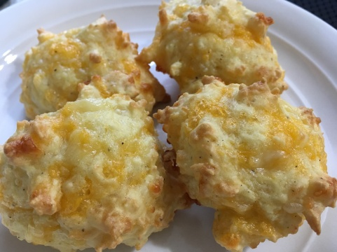 The best Gluten Free Cheesy Biscuits. Easy peasy too.