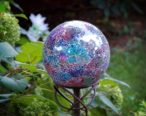 Gazing balls always entice me!