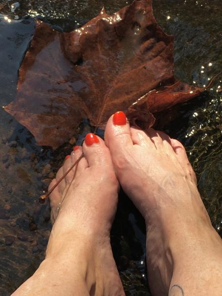 Such Happy feet!
